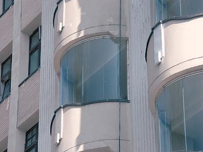 Безрамная система остекления балконов и лоджий